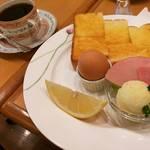 【京都モーニング】世界有名ブランドのカップ約300種類から好みをチョイス!アットホームな和みカフェ「カフェ・ル・ヴァン・クレール」【平野神社周辺】