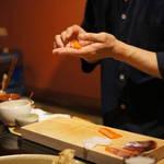 京都有数の高コスパ職人鮨!5席限定の個室カウンターで職人が握ります!「鮨ざこや」