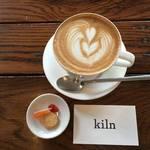 せせらぎと紫陽花。木屋町のリバーサイドカフェ【Kiln coffee shop(キルンコーヒーショップ)】