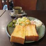 パン好きさん必食☆和み空間と自家製トーストのモーニング「カフェ ジュノ」【松ヶ崎】