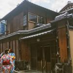 世界初「京都のお座敷スタバ」を最速紹介!  東山の二寧坂にオープン!