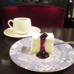 京都が誇る有形文化財の老舗喫茶★「フランソア喫茶室」の極上レアチーズ【河原町】