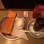 京都を代表する名喫茶☆琥珀色の空間で朝食を「六曜社(ろくようしゃ)」【河原町三条】
