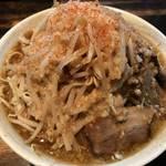 【京都】煮干しが効いたアッサリの二郎系!食べやすいけどクセになる「四条にぼ次朗」