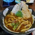 伏見駅の高架下にある人気讃岐うどん店!サクサクの大きい天ぷらもお勧め「手打ちうどん 福来たる」