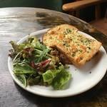 【京都人気ブックカフェ】自家製パンと癒しのアンテーク空間*カフェ コチ(cafe kochi)【市役所前】