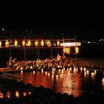 京都・嵐山 お盆の風物詩!送り火も眺めることができる「嵐山灯籠流し」