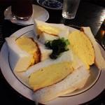 京都名店コロナの玉子サンド必食!夜はステキなアングラカフェバー「喫茶ガボール」【三条木屋町】