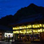 山科・岩屋神社の八朔祭「御百燈献灯神事」