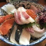 舟屋の街 伊根町で絶品の海鮮丼を!定食も美味い!「油屋」【海の京都】
