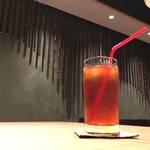 【モダンにちょっと一息】長居必至の快適さ* Hid's cafe&bar ✳︎(ヒッズカフェ&バー)(三条京阪)