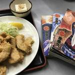 マンガに囲まれてウマい定食を食べる幸せ!京都・一乗寺の人気定食屋「げんざえもん」