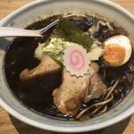 真っ黒な焦がしラーメンがハマル!あの一風堂が手掛けるラーメンダイニング「京都 五行」