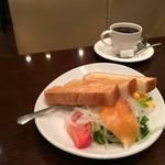 フレッシュなコーヒーとビタミン満点のモーニング「コーヒーショップ ヤマモト」【下鴨】
