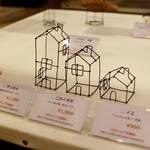 ワイヤーオブジェが手づくり市で人気「マチャップ文具店」カフェ「polyphony(ポリフォニー)」で作品展開催中【10/28まで】