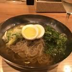 京都 木屋町で呑んだ後の〆麺は韓国冷麺が新定番に?!「アジョシ 三条木屋町店」