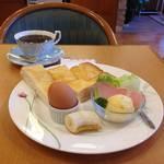 見応え抜群、稀少なカップがずらり!自家焙煎珈琲店「ルヴァンクレール」【平野神社】