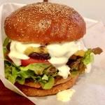 バーガーlover必食の絶品グルメバーガー、ダイナミックにかぶりつけ!アロハナカフェ【荒神口カフェ】