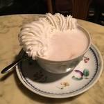 その造形的クリームにうっとり|麗しきウインナーコーヒー*DOLF(ドルフ)【国際会館】