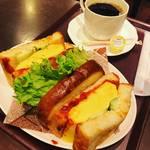 【京都パンめぐり】イートインならソウルフード・カルネや厚焼き玉子サンドもリッチ!愛されて70年☆「志津屋」