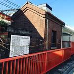 【京都遺構めぐり】鉄道ファン必訪!旧国鉄最古の建物!!レンガ造りの明治建築☆「JR稲荷駅ランプ小屋」