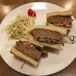 京都の絶品サンドウィッチ|肉汁したたるグルメハンバーグサンド★タナカコーヒ河原町店