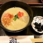 【京都錦市場】年末で活気づく市場で京風白味噌雑煮!つきたてお餅が美味しい人気店「錦もちつき屋」