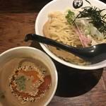西京味噌効いた京風濃厚つけ麺がうまい!一乗寺に本店を置く「つるかめ北大路店」