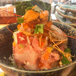 京都祇園の一等地にコスパ抜群の海鮮丼と魚介塩ラーメン専門店「メントメシ ザコヤ」がオープン!