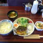 【二条城前】名物カレーもいいけど定食もオススメ!「喫茶チロル」でさばの塩焼き定食いただきます!