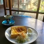 美しい京焼きカップとコーヒー|ほっこり微睡みの町家モーニング「喫茶シララ」【西大路三条】