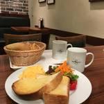 パンの美味しさは別格!大満足モーニング★進々堂 東洞院店【烏丸エリア】