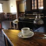コーヒーはサイフォンでたっぷりと|ジャズとコーヒーで至高の癒し「いるか喫茶バー」【一乗寺】