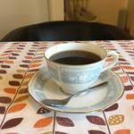 ハンドドリップコーヒーと癒しの北欧空間『bijou(ビジュー)』【松井山手】