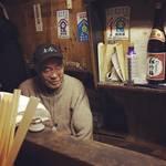 【京都ディープ酒場】地下鉄四条駅スグの屋台おでん!80歳オーバーのおっちゃんとの語らい◎「屋台いなば」