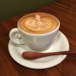 京都で本とコーヒーを楽しむならココ!秀逸カプチーノと町家空間「アイタルガボン」【神宮丸太町】