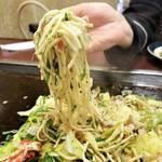 京都お好み焼き界の有名店|イケてるB級メニューの塩焼きそば「夢屋」【川端二条】