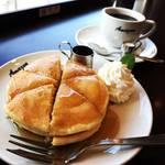 【京都モーニングめぐり】利便性良しの老舗喫茶!自家焙煎コーヒー付のワンコインホットケーキモーニング「喫茶アマゾン」