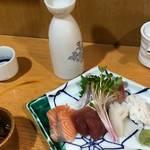 京都 錦市場「酒蔵家」で美味い酒と新鮮な海鮮料理を!1500円で日本酒飲み放題あり〼