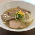 こんな手打ち極太麺は初めて!中毒者続出の京都の新店「洛中その咲」【ラーメン・つけ麺】