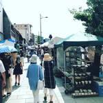 【京都夏の風物詩】清水焼の本場でお値ごろの陶器がズラリ!お気に入りの食器を探してぶらり☆「京都五条坂 陶器まつり」