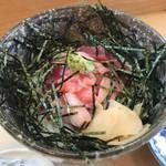 【京都】岡崎の隠れ家寿司屋で数量限定の『マグロの中おち丼』を「とよ寿司」
