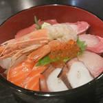 ※閉店 烏丸御池で7種盛りの特選海鮮丼ランチが1000円!「季節家」【オススメ!】