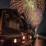 日本一海が近い街「伊根町」舟屋の街で幻想的な花火大会