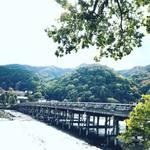 【2018京都紅葉最新】紅葉名所をパトロール!世界の観光客をも魅了する嵐山のランドマーク「渡月橋」【11月6日時点】