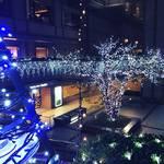 【2018京都イルミネーション】早くもクリスマスツリー登場!歌舞伎・高麗屋三代襲名展示も☆「京都ホテルオークラ」