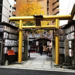 【京都神社めぐり】金運祈願なら年明けより今が吉!黄金鳥居のパワースポット神社◎「御金神社」