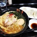 【京都ラーメンめぐり】種類豊富なラインナップと魅惑的限定メニュー!侮れない美味しさの餃子☆「麺処雁木」