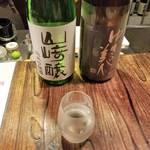 烏丸御池にたたずむ風情ある日本酒バー「酒房あわわ」