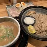 京都が誇る旨いあっさりつけ麺「たか松 京都本店」蕎麦のような細麺と鶏と魚介のWスープ